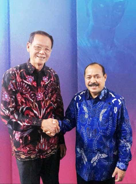 Lim Suryadi bersama Dirjen Binmas Budha Kementerian Agama Chaliadi.